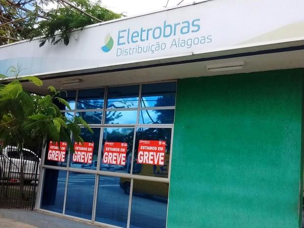 Funcionários da Eletrobras paralisaram as atividades por 72horas (Foto: Leonardo Freire/GloboEsporte.com)