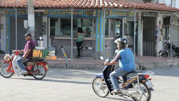 Mototaxistas dizem que não há mais passageiros (Foto: BBC Mundo)