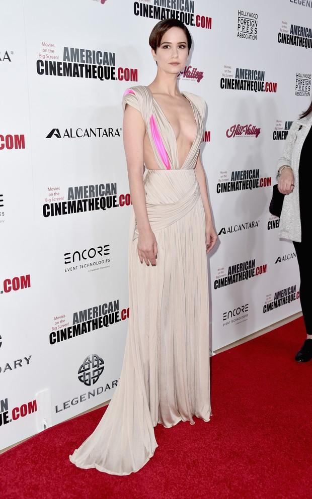 Katherine Waterston em premiação de cinema em Los Angeles, nos Estados Unidos (Foto: Alberto E. Rodriguez/ Getty Images/ AFP)