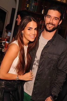 Pérola Faria e Bernardo Velasco em festa na Zona Sul do Rio (Foto: Ari Kaye/ Divulgação)