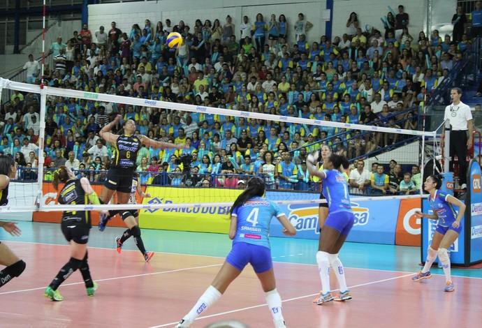 Praia Clube x Minas 3º jogo semifinal Superliga Feminina de vôlei (Foto: Praia Clube/Divulgação)