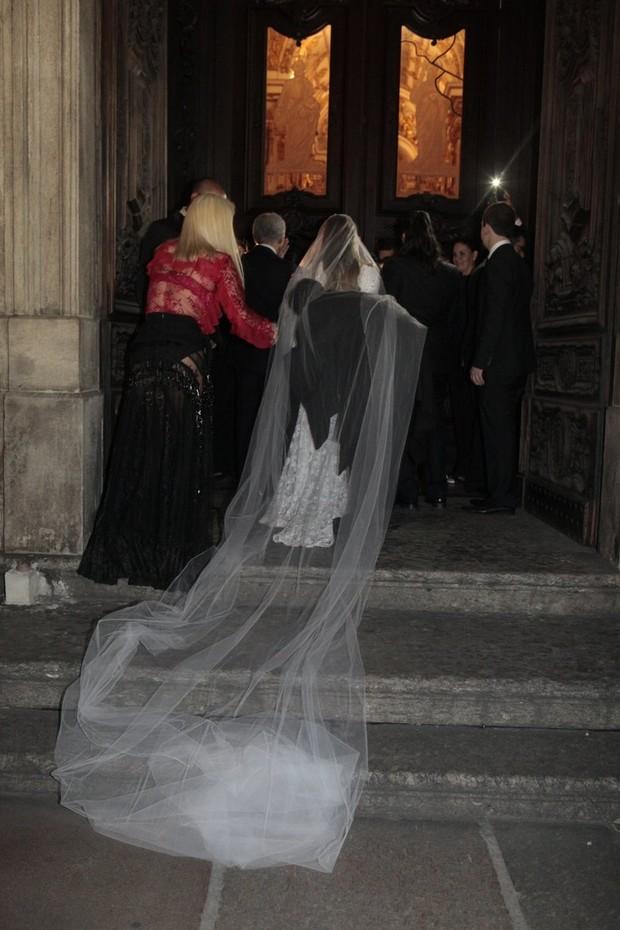 Vestido de noiva de Preta Gil tem 50 mil pérolas e renda chantilly francesa (Foto: Ag. News)