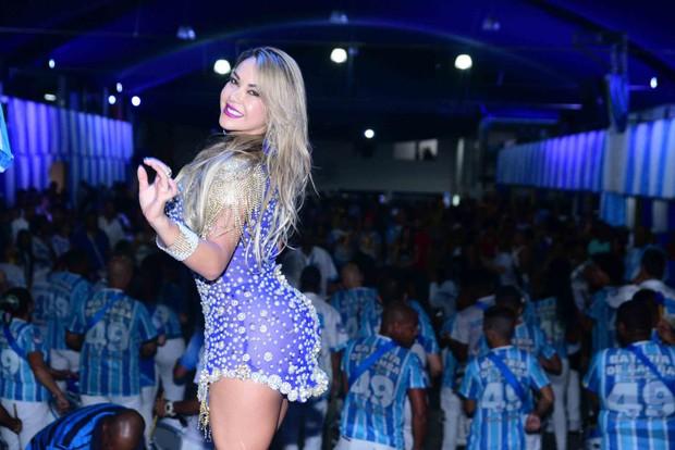 Glamurosa , Gil Jung participa da festa de bateria da Nenê de Vila Matilde em São Paulo (Foto: Rodrigo Henrique Soares)
