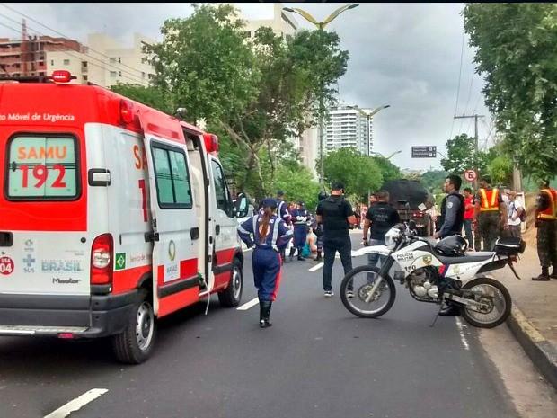 Acidente ocorreu na Avenida Jacira Reis na Zona Oeste de Manaus (Foto: Divulgação/Manaustrans)