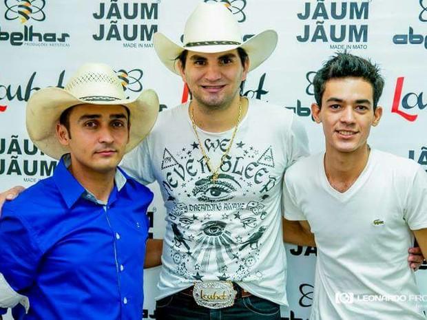 Por 'sonho', cabo da PM monta dupla e segue carreira paralela no sertanejo em Goiás (Foto: Arquivo pessoal)