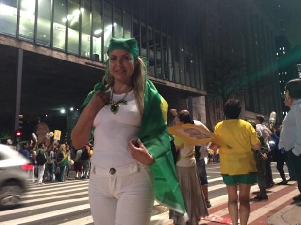 Empresária protesta contra Lula na Avenida Paulista (Foto: Paula Paiva Paulo/G1)