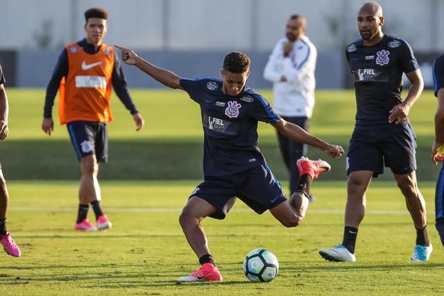 Pedrinho e Danilo em campo, time confirmado: a sexta-feira do Corinthians