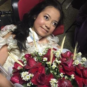 Aniversáriante Lucia Gracielly pronta para a festa  (Foto: Michele Mendes/Reprodução)