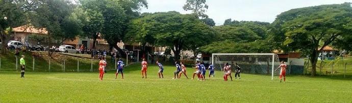 Um dos duelos deste domingo foi entre Jardim Regina e Operário (Foto: Semepp / Divulgação)