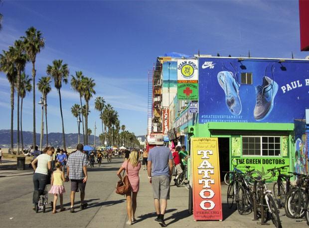 Serviço dos 'médicos verdes' é oferecido na praia de Venice (Foto: Flávia Mantovani/G1)