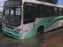 Em Olinda, ônibus fica