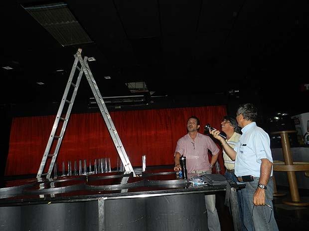 Vistoria técnica na casa de eventos Lounge, em Uberlândia (Foto: Caroline Aleixo/G1)