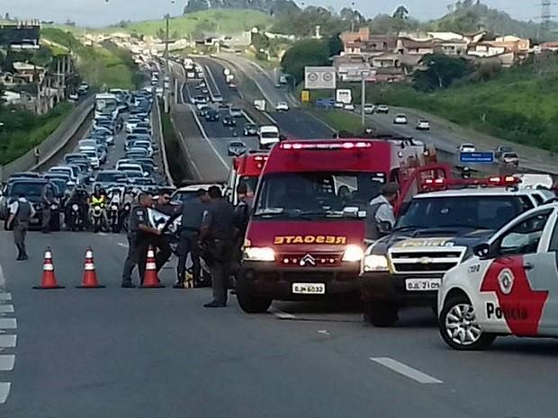 Acidente ocorreu nesta terça-feira (8) na rodovia Raposo Tavares (Foto: Adriana Fratini / Jornal da Band)