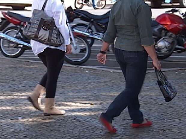 Homem costuma abordar as mulheres na região central de Catanduva (Foto: Reprodução / TV Tem)