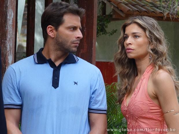 Ester se desespera (Foto: Flor do Caribe / TV Globo)