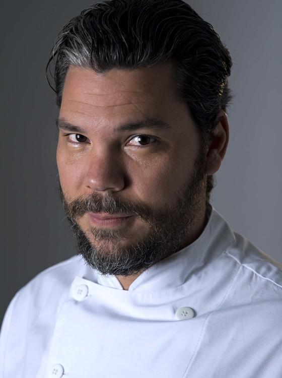 O premiado chef Pedro de Artagão é quem vai comandar a cozinha da filial carioca do lugar (Foto: Alexander Landau)