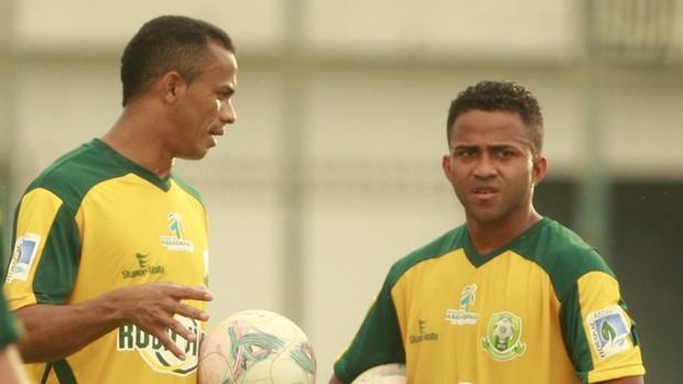 Aleílson e Adriano Miranda treino Paragominas (Foto: Tarso Sarraf/O Liberal)