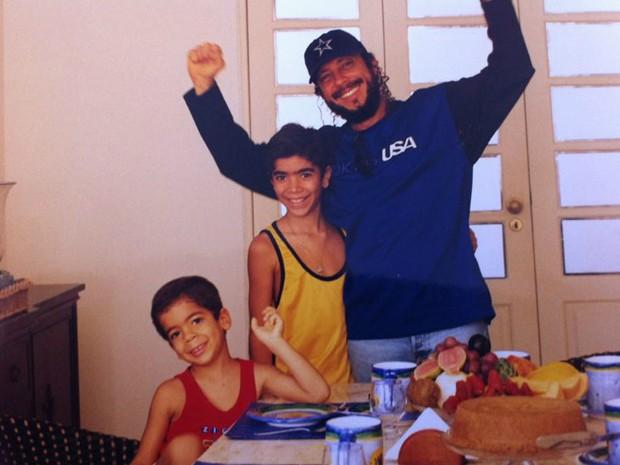 Então crianças, Rafa e Pipo em Salvador com o pai, Bell Marques (Foto: Arquivo pessoal)