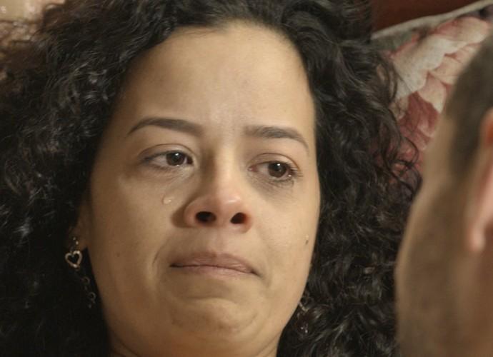 Domingas se sente insegura e chora (Foto: TV Globo)