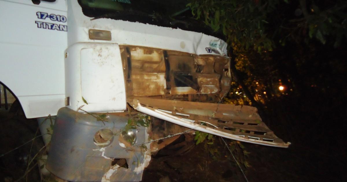 Carro bate de frente com caminhão e motorista de 35 anos morre no ... - Globo.com