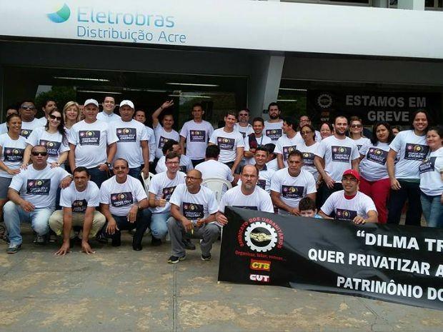 Servidores fizeram ato em Rio Branco nesta segunda-feira (31) (Foto: Mauro Bezerra/Arquivo Pessoal)