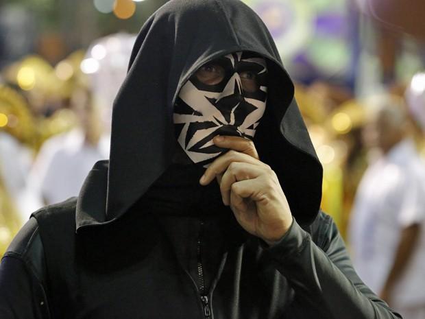 Homem misterioso anda pelo sambódromo (Foto: Felipe Monteiro/ Gshow)