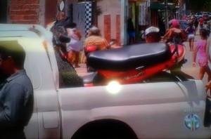 Motocicleta em que os irmãos estavam foi recolhida pela polícia (Foto: Reprodução/Inter TV Cabugi)
