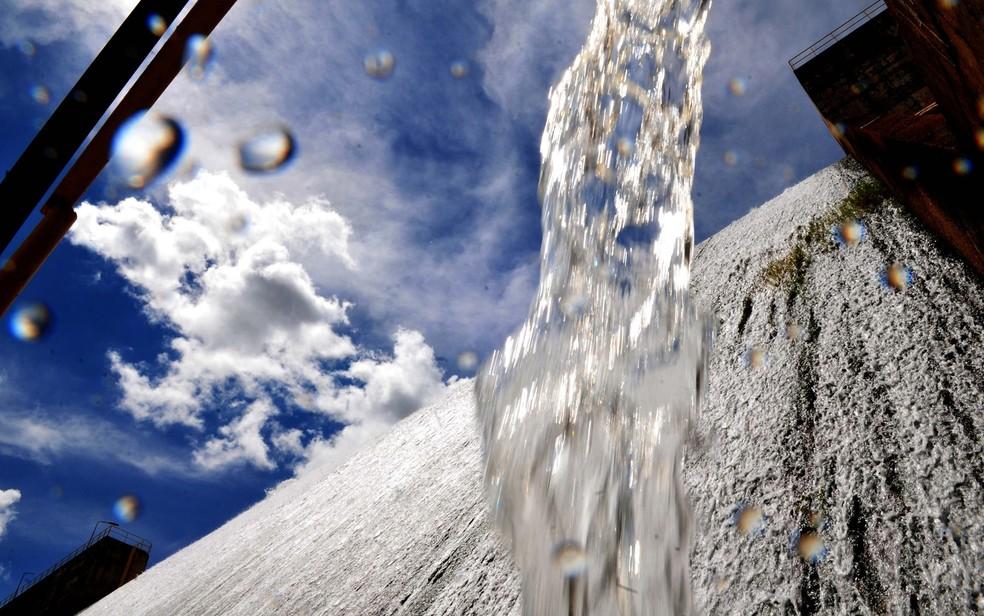 Água na barragem do Descoberto, no DF (Foto: Tony Winston/Agência Brasília)