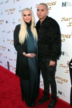 Ashlee Simpson e o marido, Evan Ross, em première em Los Angeles, nos Estados Unidos (Foto: David Buchan/ Getty Images/ AFP)