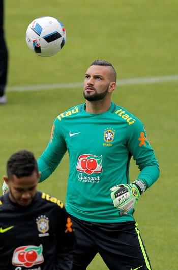 Weverton brasil treino (Foto: Agência Reuters)