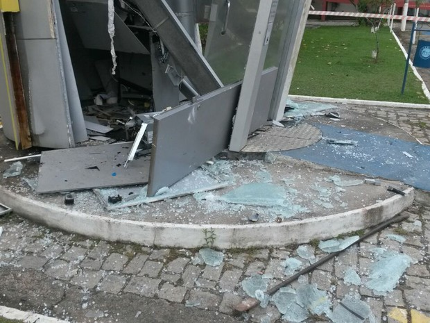 Suspeitos explodiram caixa eletrônico em Valença (Foto: Divulgação)
