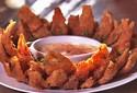 Cebola empanada é petisco saboroso e fácil de fazer