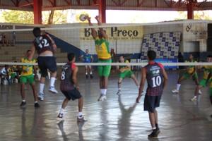 Atletas na disputa dos Jogos Abertos do Tocantins, em Palmeirópolis (Foto: Ascom/SEL)