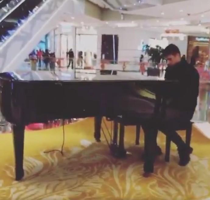 BLOG: Novo astro do futebol chinês, brasileiro Oscar publica vídeo tocando piano