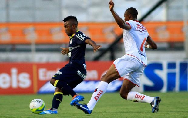 Lance do jogo entre ituano e Santos (Foto: Denny Cesare / Agência Estado)