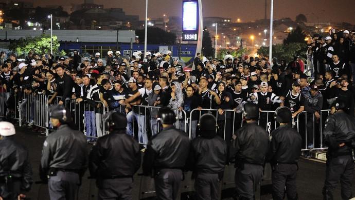 torcedores corinthians saída arena (Foto: Marcos Ribolli)