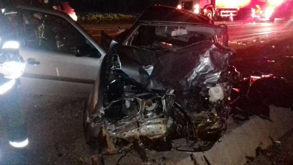 Homem que morreu estava em um veículo com placas de Loanda, no noroeste do Paraná (Foto: PRF/Divulgação)