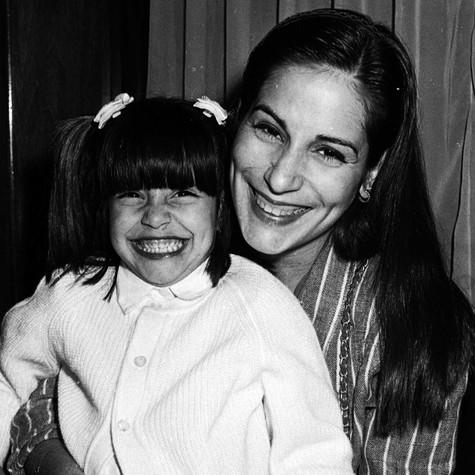 Cleo Pires, em 1986, no colo da mãe, Glória (Foto: Cristina Granato)