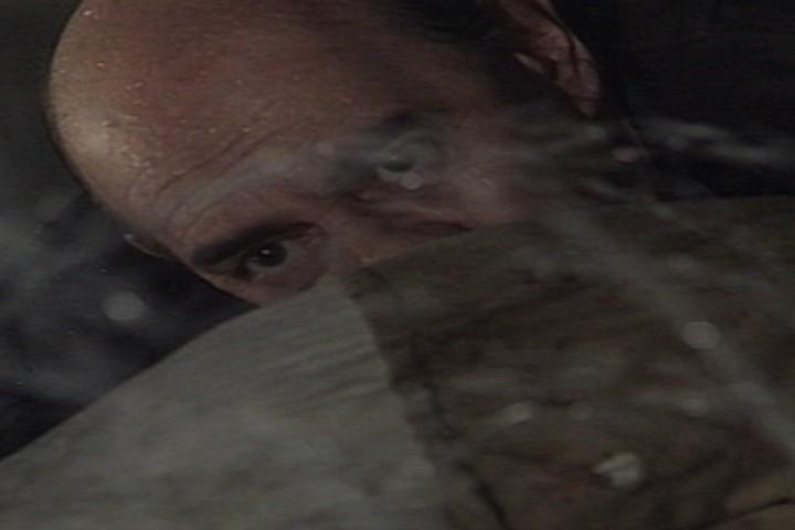 O espantalho aparece para Virglio, que sofre um infarto e morre (Foto: reproduo/viva)