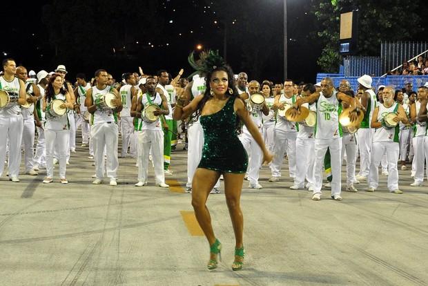 Quitério Chagar, rainha de bateria do Império Serrano, no ensaio no Sambódromo (Foto: Roberto Teixeira/ EGO)