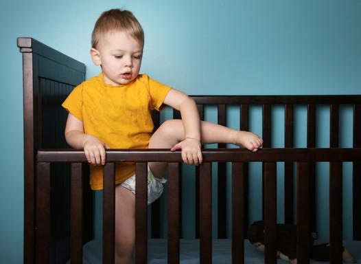 Aumenta número de acidentes com carrinho de bebê, berço e bebê conforto