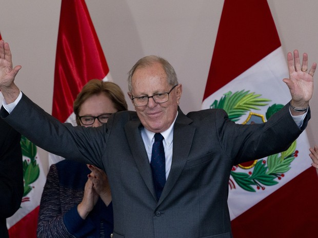 Kuczinsky após o anúncio do resultado do segundo turno no Peru (Foto: Silvia Izquierdo/AP)
