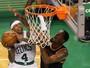Baixinho faz 31 pontos, e Celtics  batem triplo-duplo de LeBron James