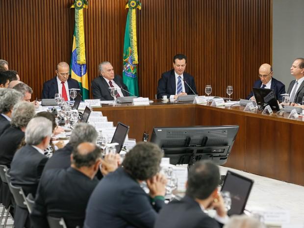 O presidente Michel Temer (centro), durante reunião do Conselho Nacional de Ciência e Tecnologia, no Palácio do Planalto (Foto: Beto Barata/PR)