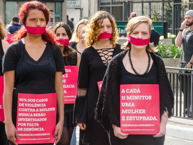 Protesto pelo fim da violência contra a mulher ocorreu na Paulista (Foto: Rogerio Cavalheiro/Futura Press/Estadão Conteúdo)