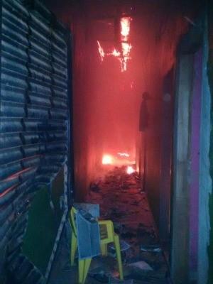 Bandidos espalharam gasolina e atearam fogo no estabelecimento. (Foto: Parecis.net)