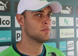 Renan - goleiro Goiás (Foto: Fernando Vasconcelos / Globoesporte.com)