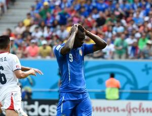 Balotelli Costa Rica x Itália (Foto: Aldo Carneiro/Pernambuco Press)
