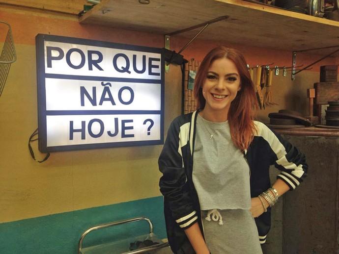 Maddu Magalhães ensina como fazer um painel luminoso (Foto: Gshow/Carolina Morgado)