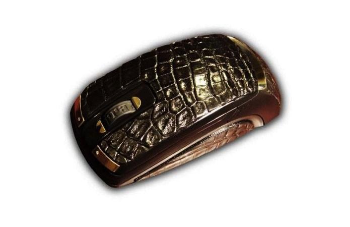 Mouse com couro de crocodilo, diamantes e ouro custa mais de R$ 60 mil (Foto: Divulgação)